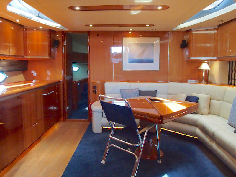 Motoryacht Salon