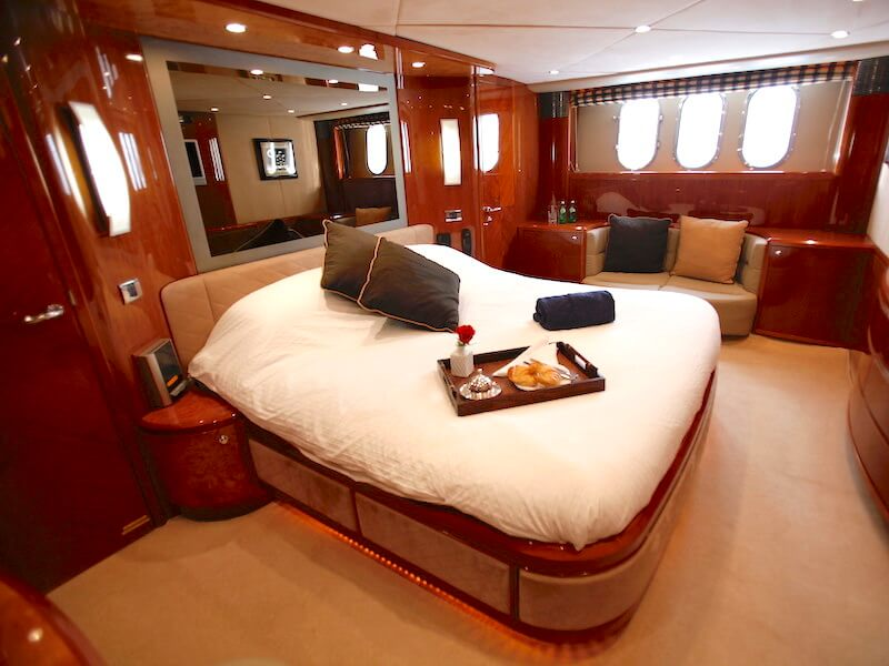 Princess23-master-bed