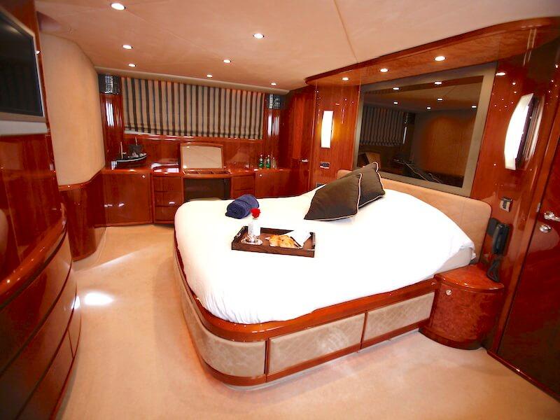 Princess23-master-cabin