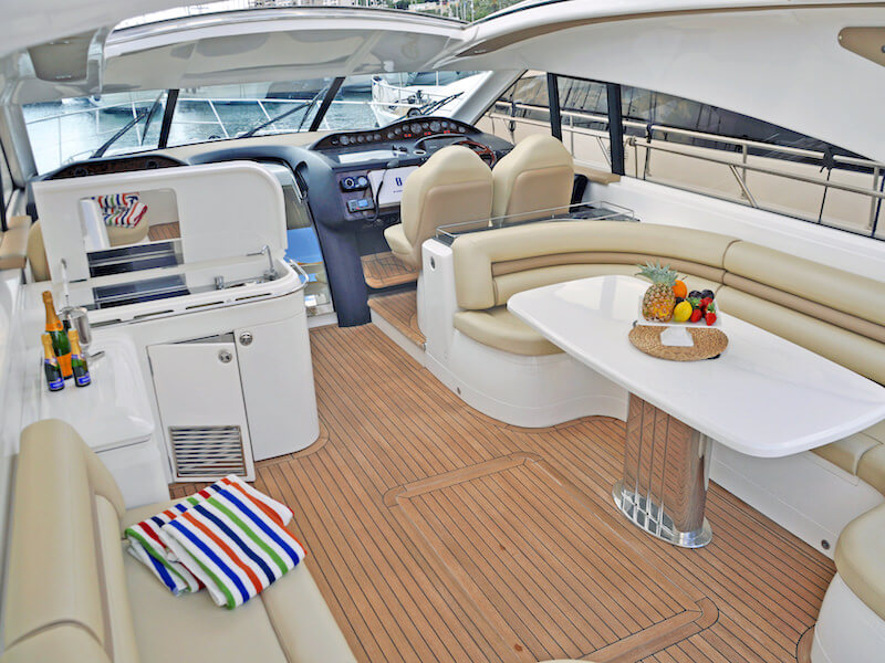PrincessV65-flybridge
