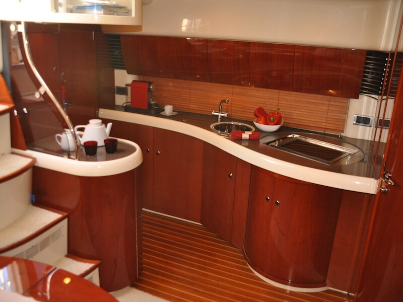 Targa43-pantry