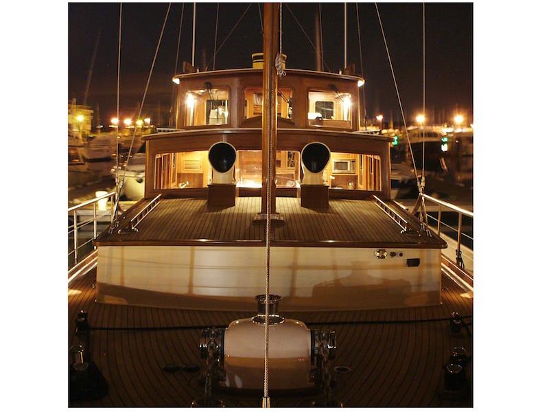 Yacht bei Nacht